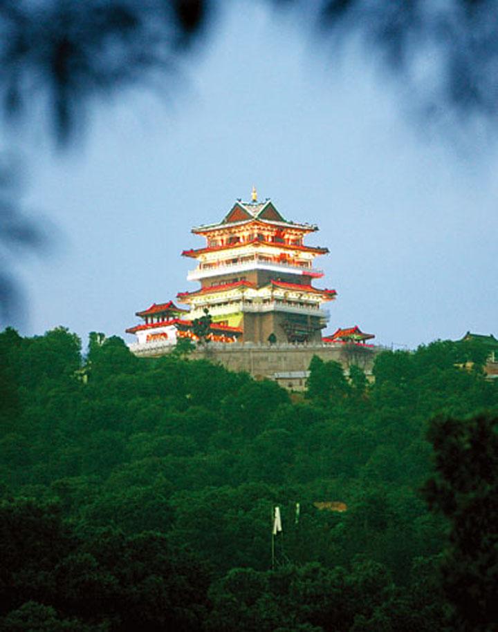 高榜山位于西湖风景区内      被戏称为 惠州的白云山 惠城区