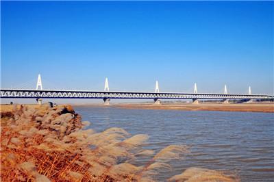"""在粤海铁路一号上感受""""火车在海上漂""""的奇妙感觉,隔着车窗与船舷一睹"""