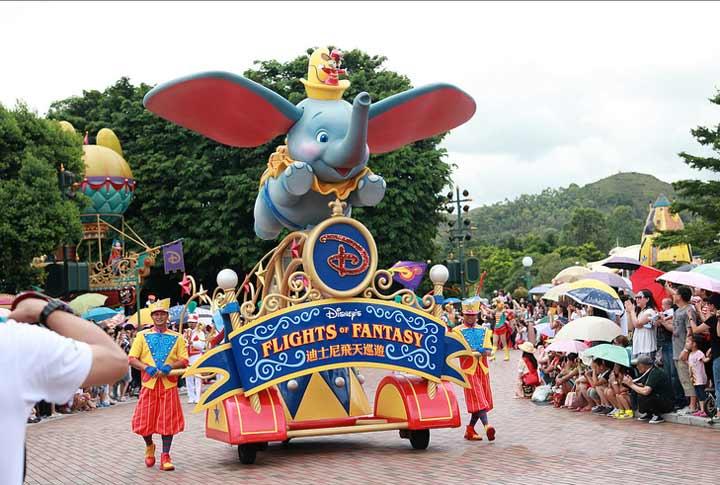 迪士尼乐园表演时间_每个孩子都值得去一次迪士尼乐园_迪士尼乐园攻略